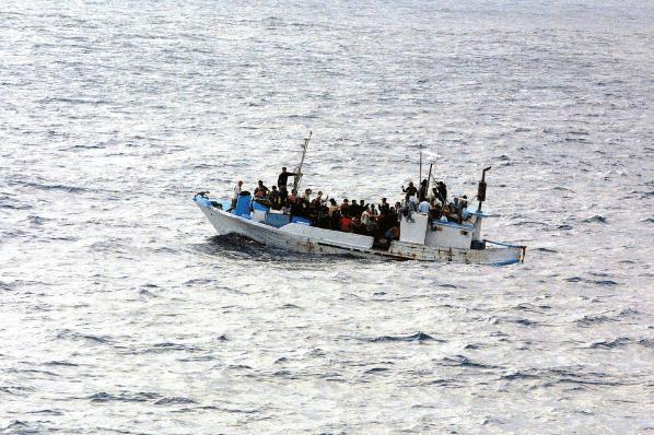 bateau avec des réfugiés